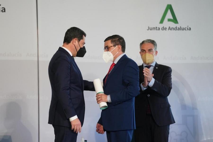 Paco Robles recibe el Premio Andalucía de Periodismo por la serie documental Romero Murube, el poeta de Sevilla